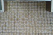 Lepenie keramicke mozaiky medzi kuch.linkou